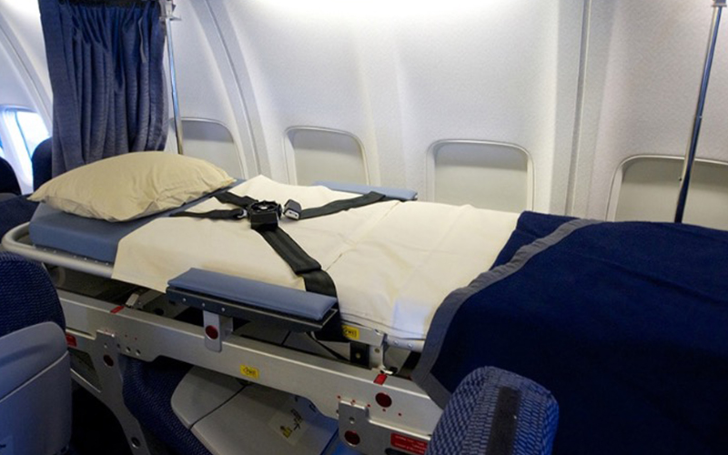 飛行機 病人、寝たきり 搬送