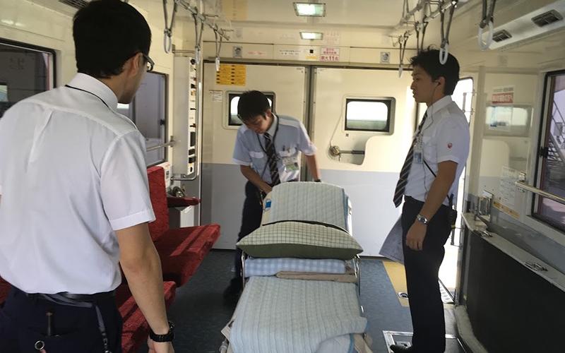 飛行機、ストレッチャー、搬送飛行機 病人、寝たきり 搬送